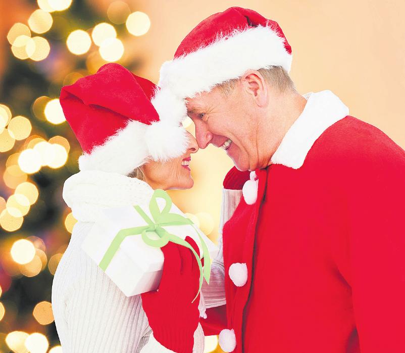 Jedes Jahr ist an Weihnachten die Bescherung ein besonderer Moment. Foto: djd/Linda AG/istock.com/Wavebreakmedia/kajakiki