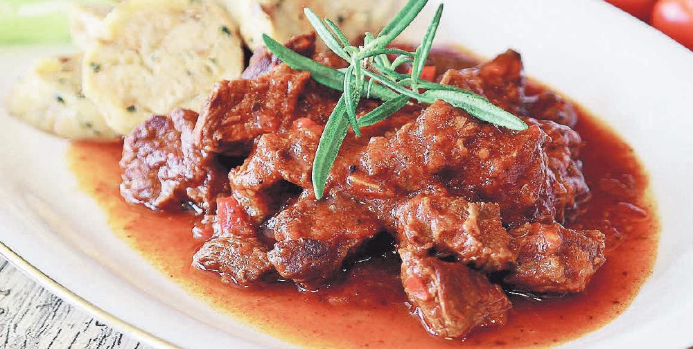 Für den längeren und warmen Genuss von Speisen ist ein Tellerwärmer die perfekte Anschaffung für die Küche. Foto: Pixabay.de