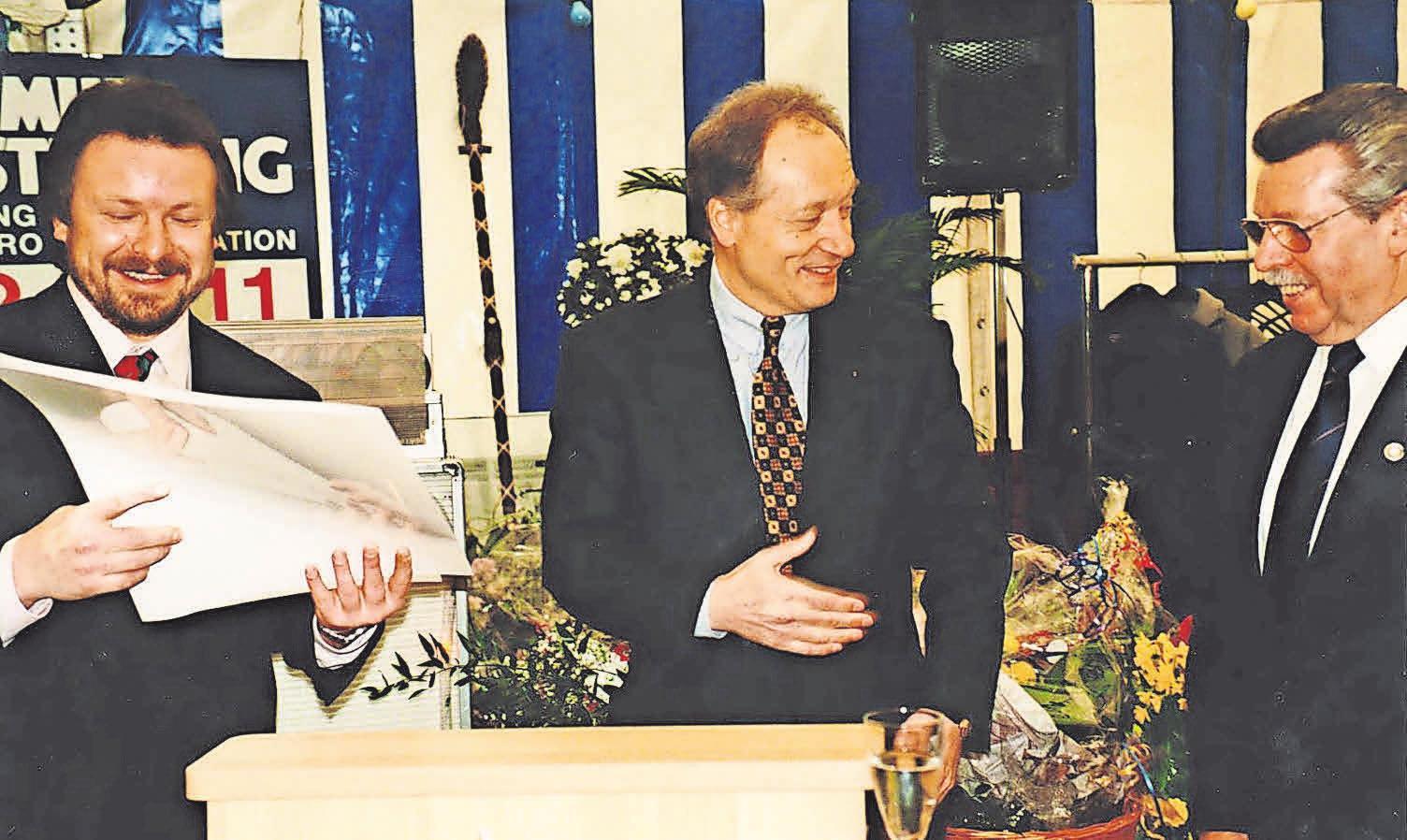 Beim 75-jährigen Jubiläum im Jahr 1995 wird der Betrieb an Helmut Vesterling junior übergeben.