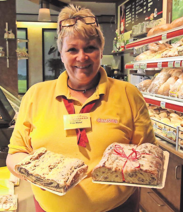 Birgit Makel verkauft im Laden die weihnachtlichen Leckereien.