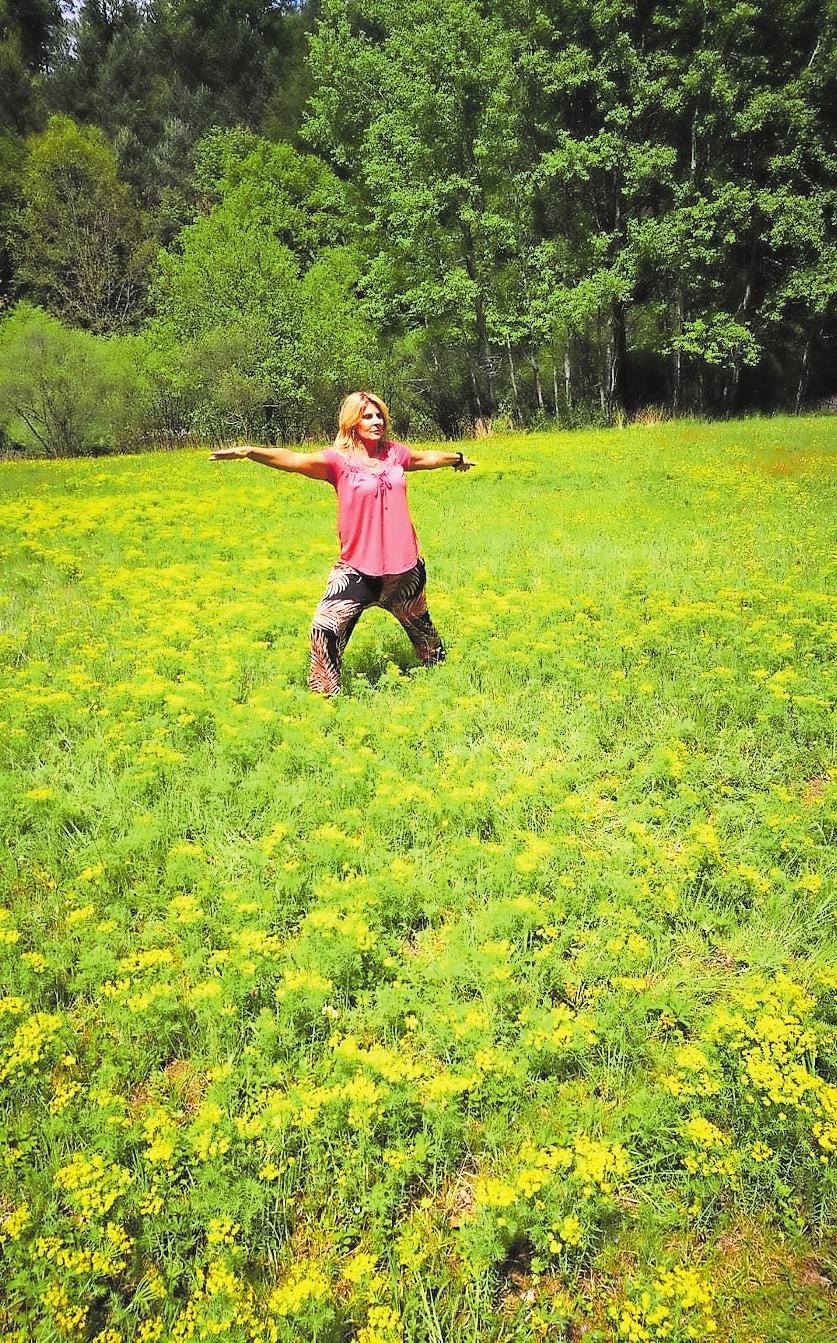 Im Einklang mit der Natur: Sandra Betzer-Schmitt gibt in ihrem Kurs in Fischbach bei Dahn Einblicke in verschiedene Entspannungstechniken. | Foto: Sandra Betzer-Schmitt/frei