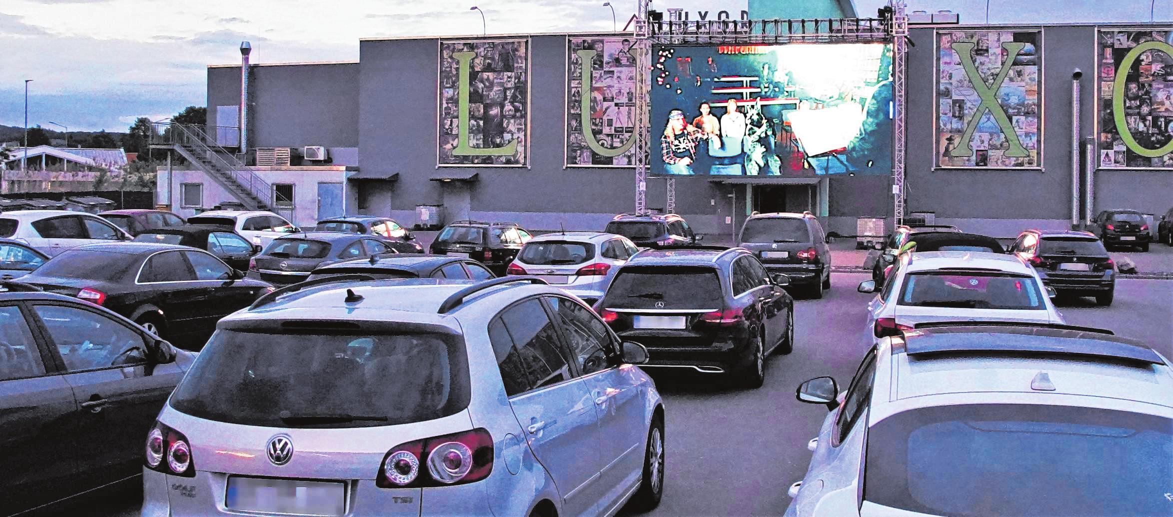 Zwischenzeitlich sorgten in der Hochphase der Corona-Beschränkungen Auto-Kinoabende auf dem Luxor-Parkplatz für willkommende Abwechslung