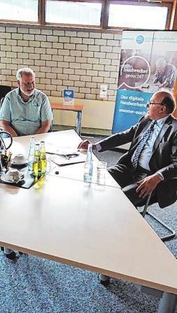 Jürgen Haßler (r.) und Frank Clemens stellen dem Handwerk noch einen durchweg guten Ist-Zustand aus. Foto: Dr. Volker Gastreich