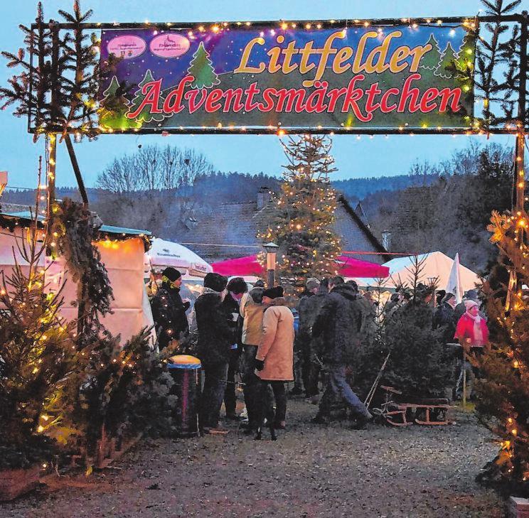 """Ab kommenden Freitag verwandelt sich der """"Dorfplatz Kapellenschule"""" in Littfeld wieder in ein Adventsmärktchen. Foto: Veranstalter"""