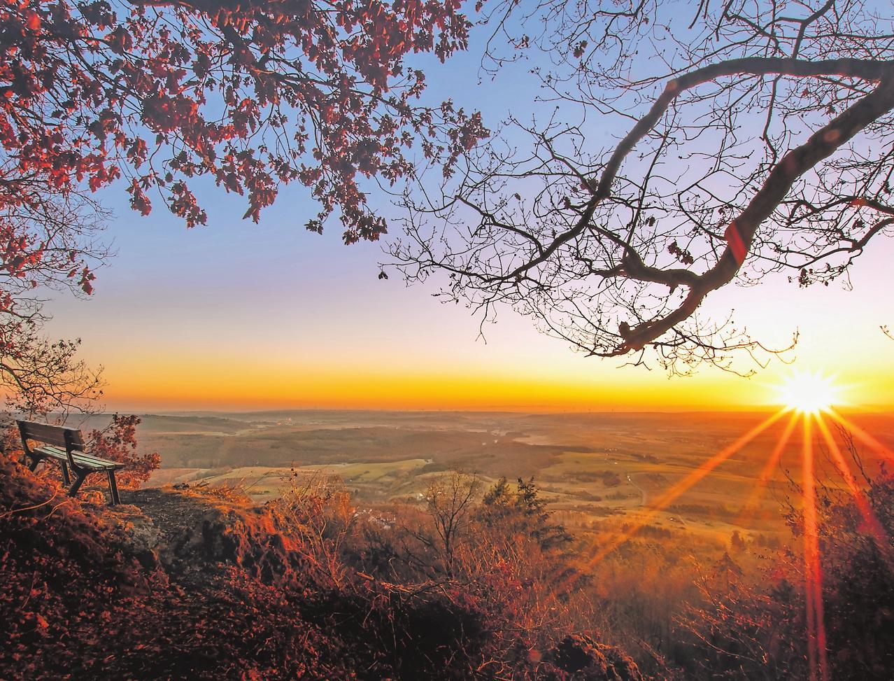 Gute Aussichten – wie hier vom Donnersberg aus – in der und für die Westpfalz: Die Region ist Vorreiter in vielen Bereichen. FOTO: YANNIK SCHERTHAN/FREI