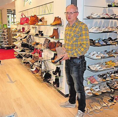 Schuhhaus Grahn: Das Team von Ralf Behrendt bietet eine Vielfalt an Schuhen. FOTO: TKN