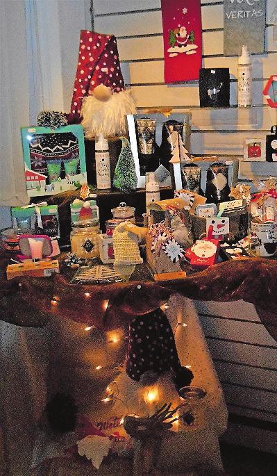 Ein kleines Stück Weihnachten: Blick in dne Laden. FOTO: MA