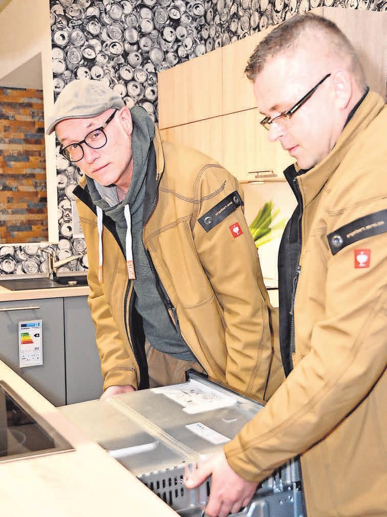 Die Monteure des Unternehmens erledigen auch schwierige technische Aufgaben zuverlässig und perfekt. Fotos (2): Archiv