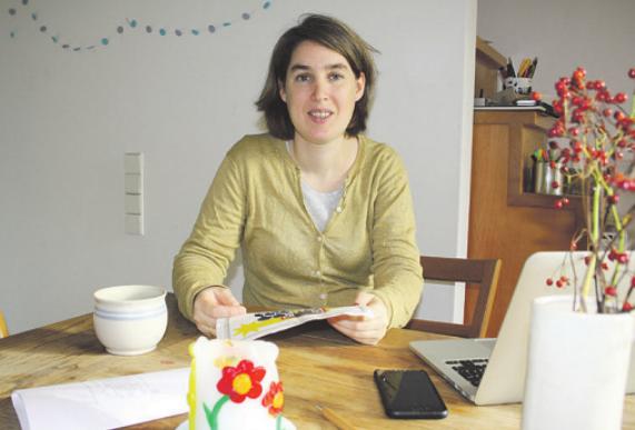 Daniela Gonser organisiert den lebendigen Adventskalender in Großensee Foto: Frauke Pöhlsen