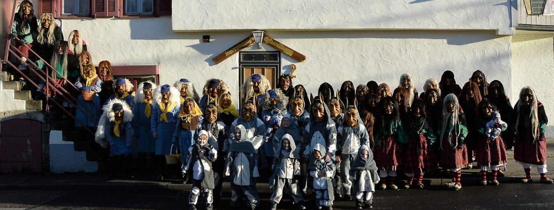 Die Narrenzunft 1997 e.V. Ofterdingen mit den Äckerlesmachern, Fürstenwaldhexen, dem Teufel und Moritzlerupfern freuen sich an diesem Wochenende auf viele Besucher beim bunten Fasnetswochenende. Bild: Narrenzunft Ofterdingen