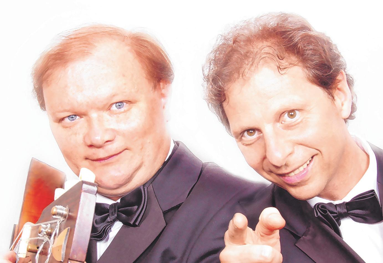 Das Balalaika- und Klavier-Duo spielt in der Seniorenresidenz. Foto:Gorbatschow und Freund