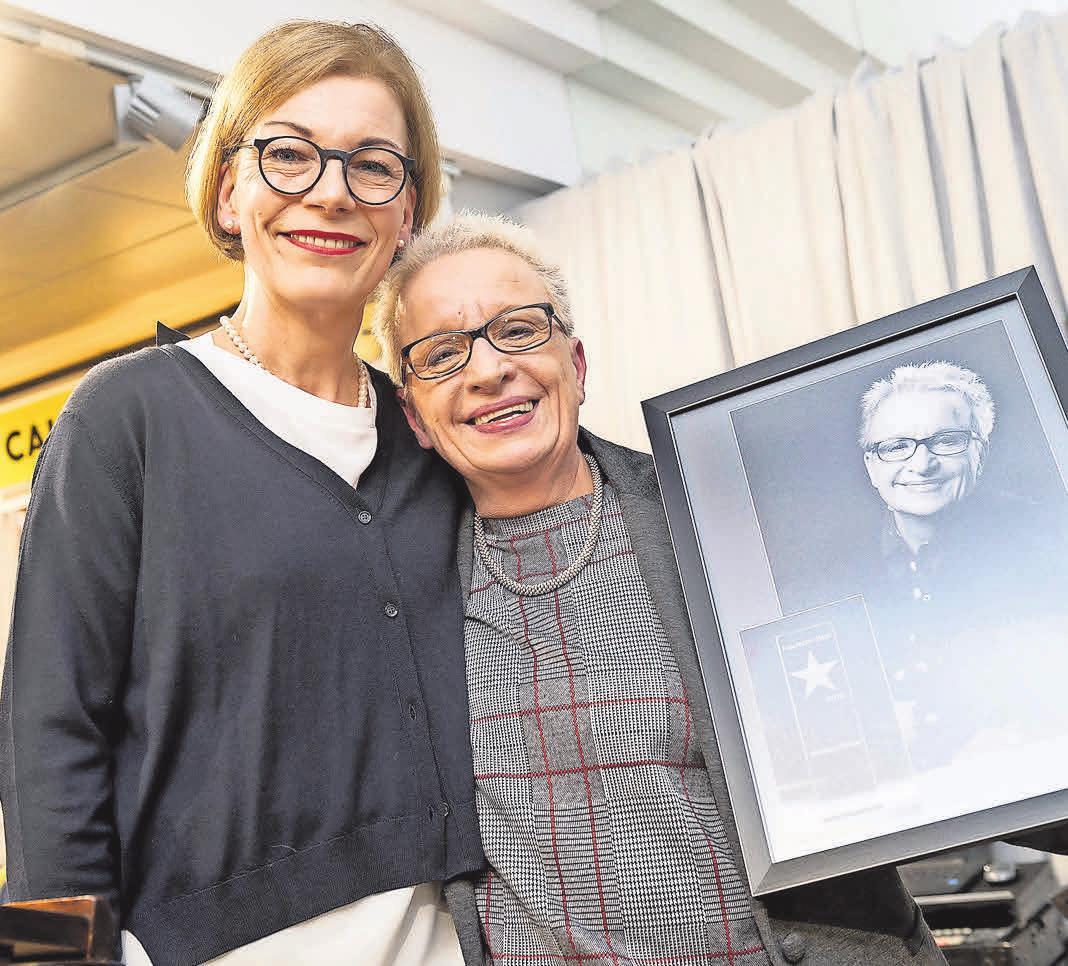 """Ende Februar haben Regina Rosenbaum (links) und Florentine Demmer gemeinsam den Titel """"Bettenfachhändler des Jahres"""" gefeiert."""