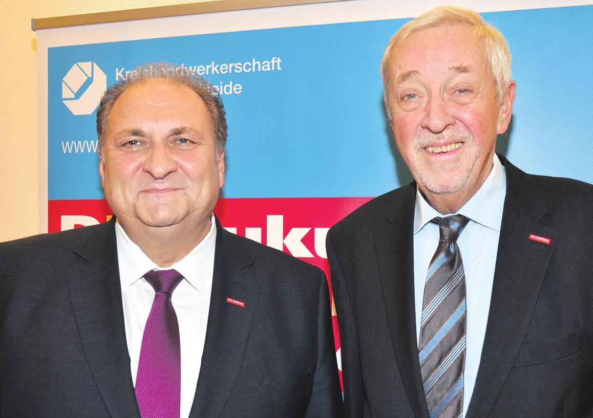 Hans Peter Wollseifer (links), Präsident des Zentralverbandes des Deutschen Handwerks, wurde von Kreishandwerksmeister Ernst-Heinrich Ahrens (rechts) als Gastredner begrüßt. Foto: Müller