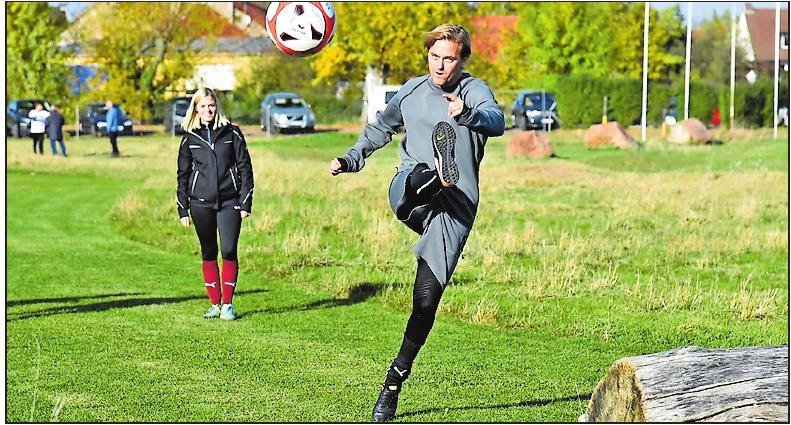 Nicht nur was für Profis: Fußballgolf begeistert Spitzensportler wie Ex-Profi-Torwart Timo Hildebrand und Freizeitsportler.  Archivfoto: Bolte