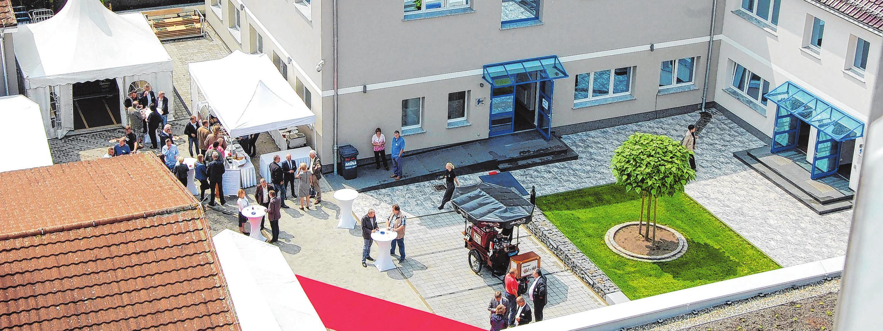 Der Zweckverband ist einer der Mieter im EltAV-Gebäude. Hier die Hofseite zur Eröffnungsfeier. Archivfoto: Weißapfe