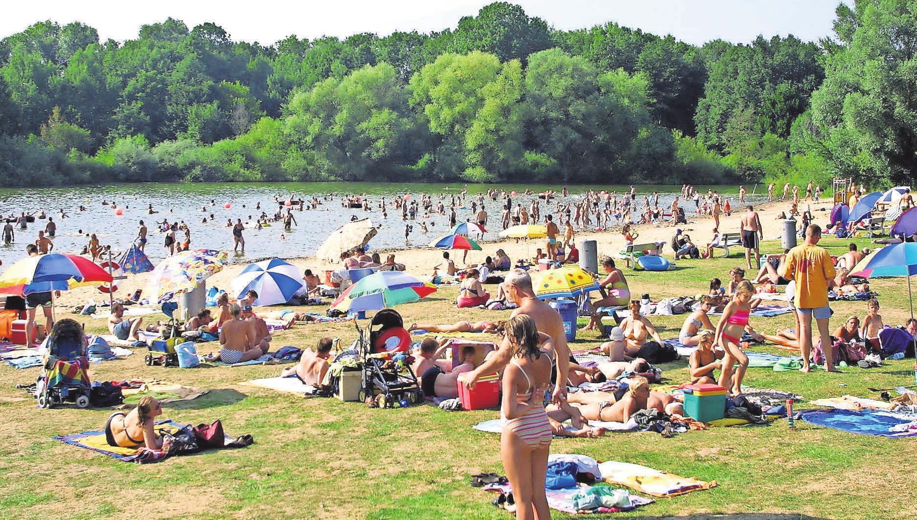 Das Strandbad Hemmingen bietet einen breiten Sandstrand und eine weitläufige Liegefläche.