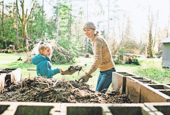 Bei grünen Küchenabfällen sind sich alle Experten einig – sie dürfen auf den Kompost. Foto: iStockphoto.com/ RyanJLane