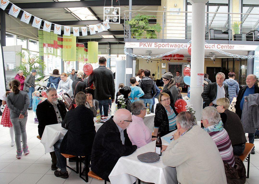 Zünftig her geht's beim traditionellen Oktoberfest am Samstag im Autohaus Daub in Horb am Neckar.