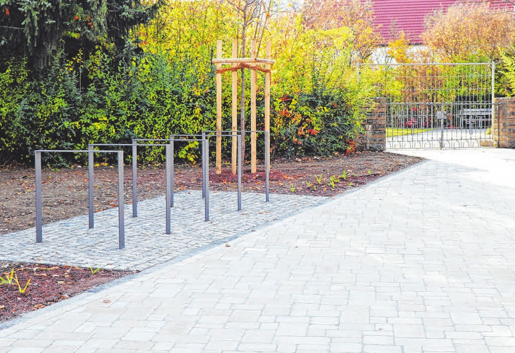 Auch neue Fahrrad-Ständer wurden angebracht. FOTOS:LISA GEHRKE