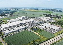 Imunmittelbar an der A9 gelegenen Gewerbegebiet Unterkaka haben sichmehrere Firmen angesiedelt. FOTO: ANDREAS STEDTLER