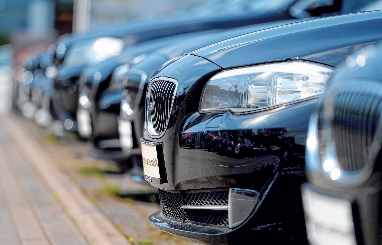 Damit Kunden sich in Zeiten von Corona beim Autokauf weniger in Zurückhaltung üben, sind Kaufanreize gesetzt worden. Foto: Archiv/Hirschberger/dpa