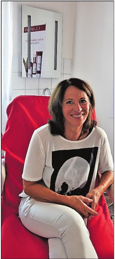 Bietet Sonderpreise: Rosemarie Martin von Kosmetik und Mode Fehr.FOTO: BRÄUNLING