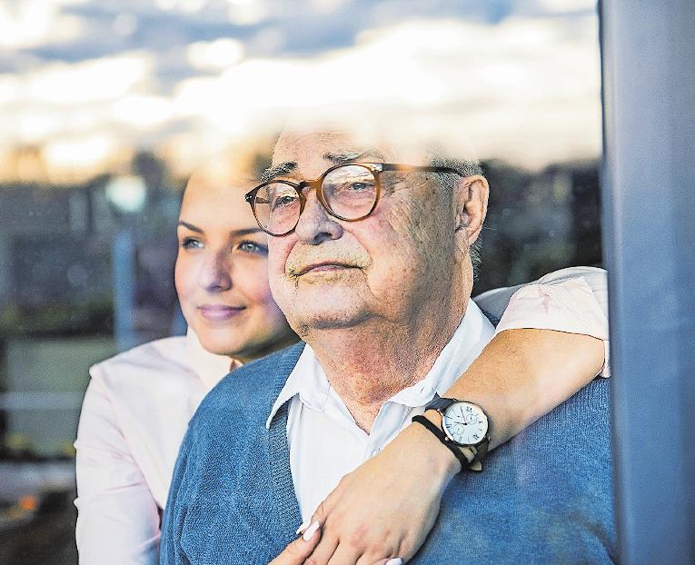 Und was dann? Gespräche über einen möglichen Pflegefall sind selten angenehm, helfen aber. FOTO: U. UMSTÄTTER/WESTEND61/DPA