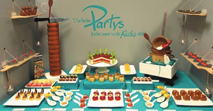 Meisterstück: das Hotelbuffet mit traditionellem Baumkuchen, dem Symbol der Konditoren. FOTO: PRIVAT