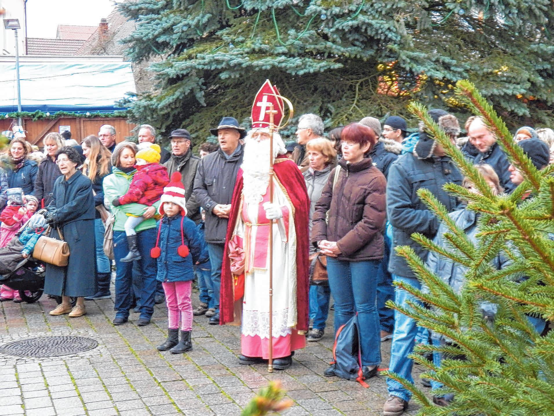 Regelmäßig wird der Nikolaus den Ehinger Weihnachtsmarkt besuchen. FOTO: BURGHART