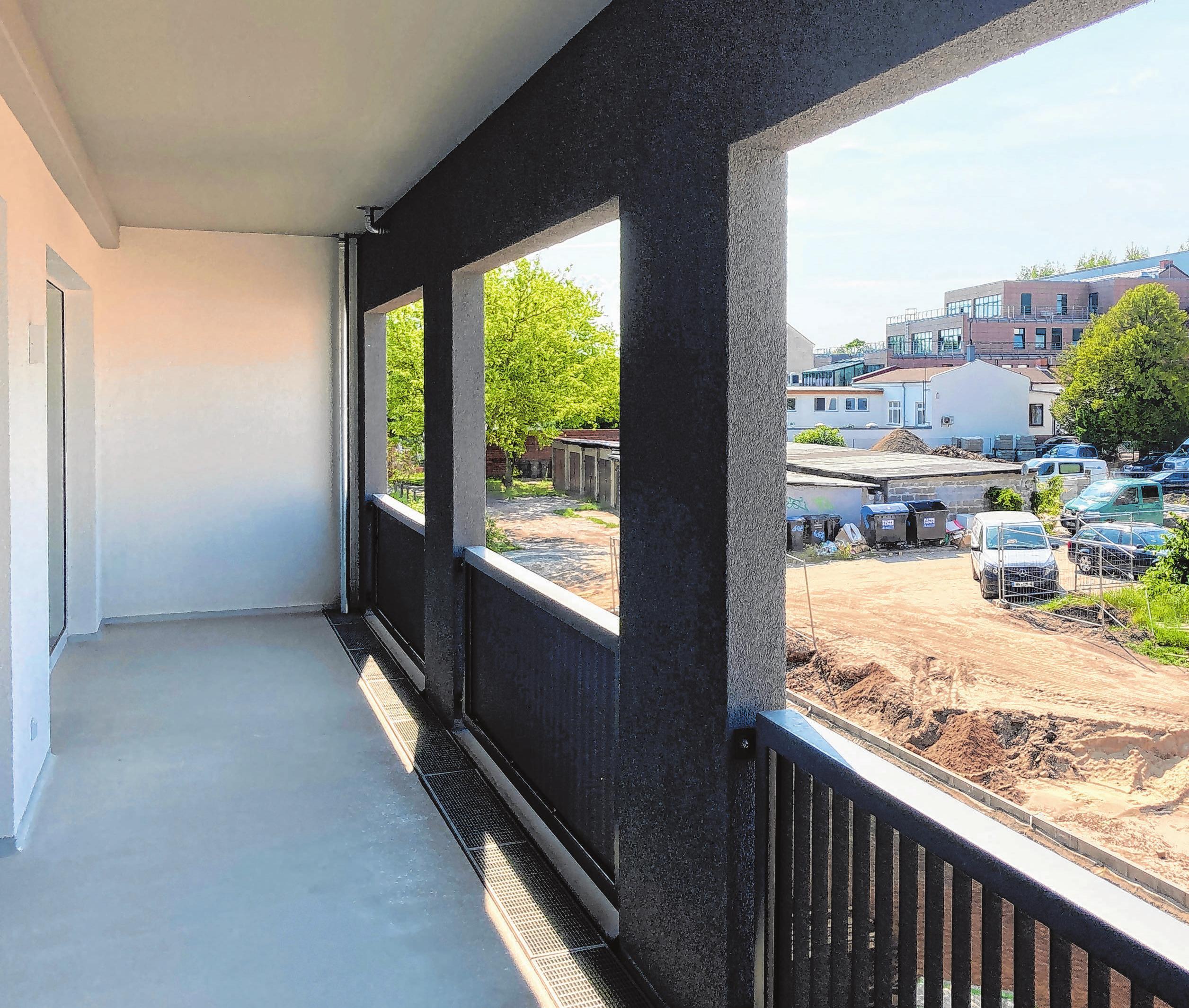 Auf dem Balkon der 97-Quadratmeter-Wohnung.