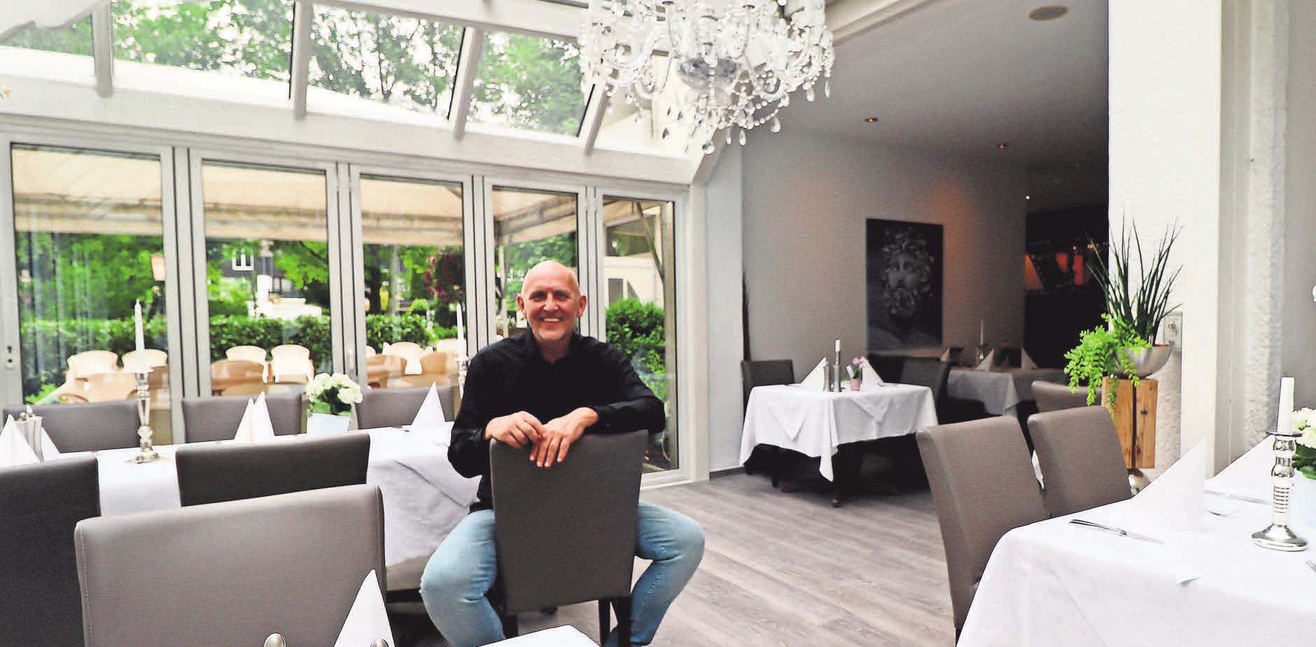 Rolf Kootsch tischt den Gästen im Restaurant Zeus authentische griechische Speisen auf, ebenso aber saisonale deutsche Gerichte.