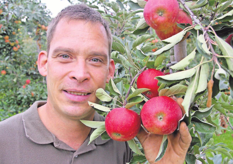 Die Regionalität ist Harm Nöhre wichtig. Das gilt nicht nur in Bezug auf die Äpfel, denn Nöhre und seine Kollegen ziehen seit einiger Zeit auch eigene Masthähnchen in Freilandhaltung auf.