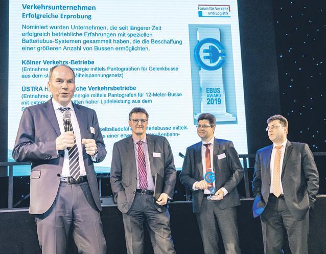 KVB-Vorstand Jörn Schwarze (l.) nahm die Auszeichnung entgegen