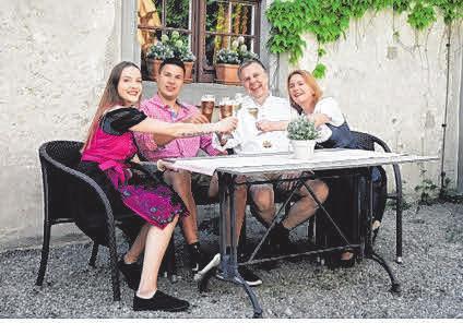 Sie begeistern die Besucher auf der Waldburg: (v.l.) Silke Monk, Tina Schipke, Maximilian Haller, Max Haller, Andrea Haller.