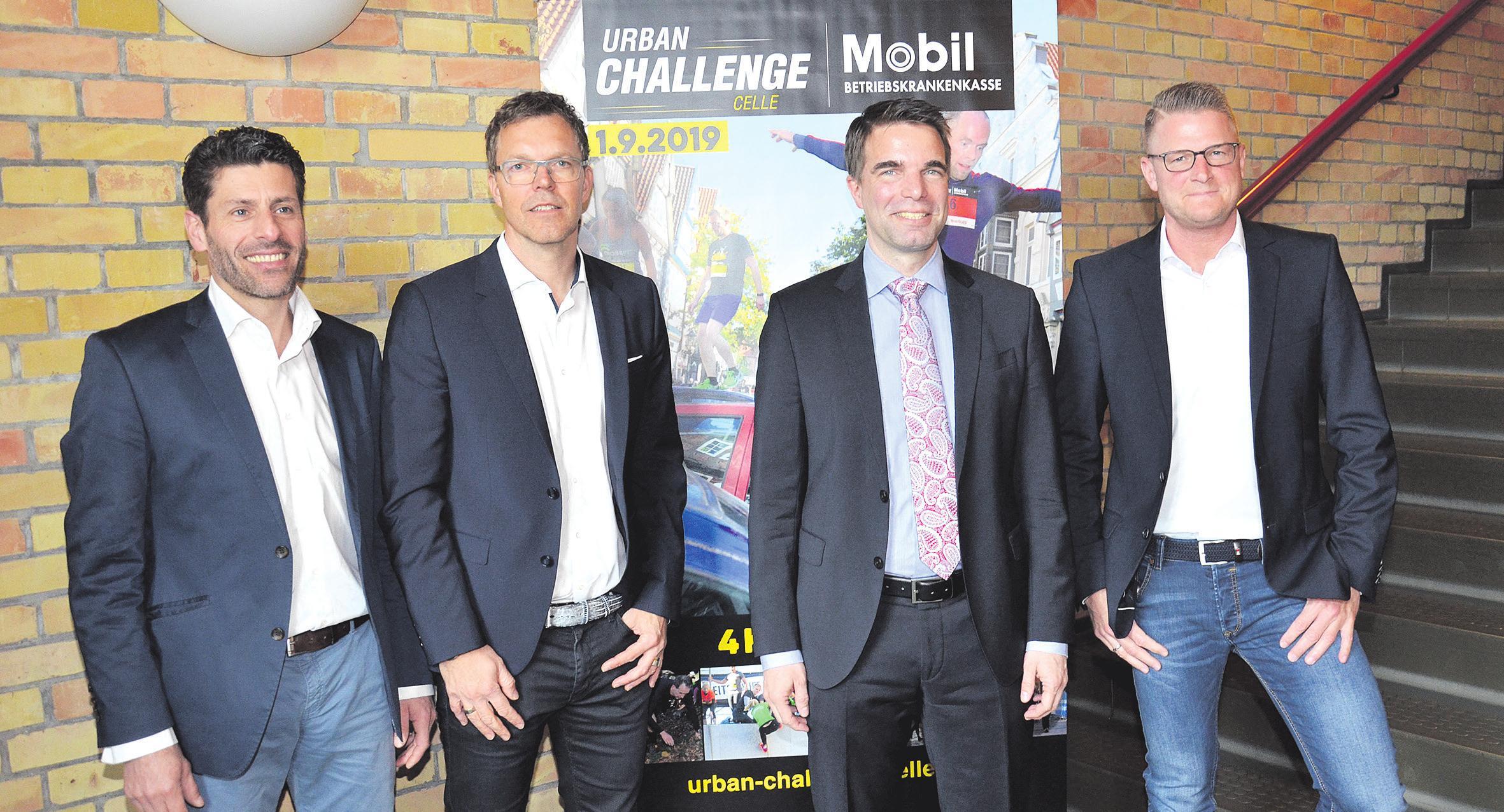 Die Organisatoren stellten die zweite BKK Mobil Oil Urban Challenge vor: Reinald Achilles (von links), Frank Thaleiser, Celles Oberbürgermeister Dr. Jörg Nigge und Christian Dierks. Foto: Müller