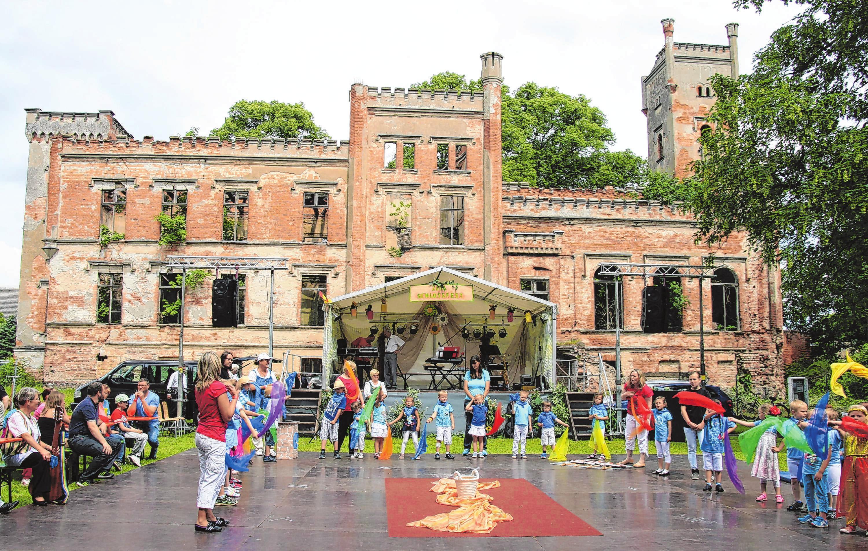 Das Landiner Schlossfest vor märchenhafter Kulisse ist ein Tummelplatz für Unterhaltung - und das schon im 19. Jahr. Hier ein Archivfoto von 2014. Foto: Kerstin Unger