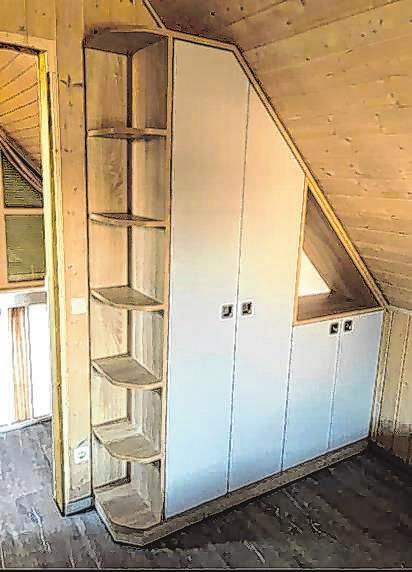 Maßgefertigt: Ein Einbauschrank in einer Dachschräge