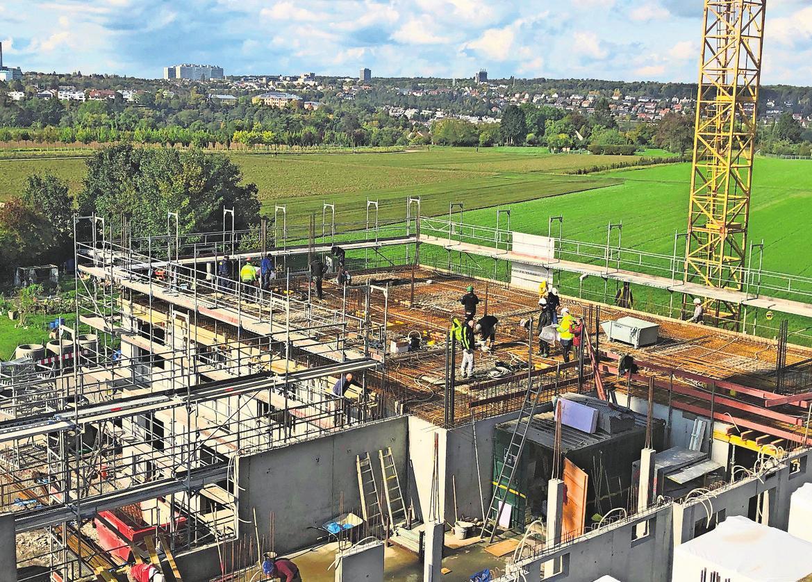 Die Bauarbeiten für das neue Pflegeheim laufen auf Hochtouren.