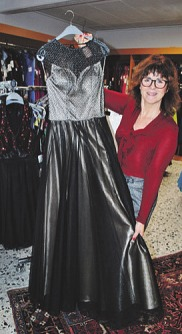 Andrea Nickel zeigt glänzende Mode für diverse Anlässe Foto: Jordan