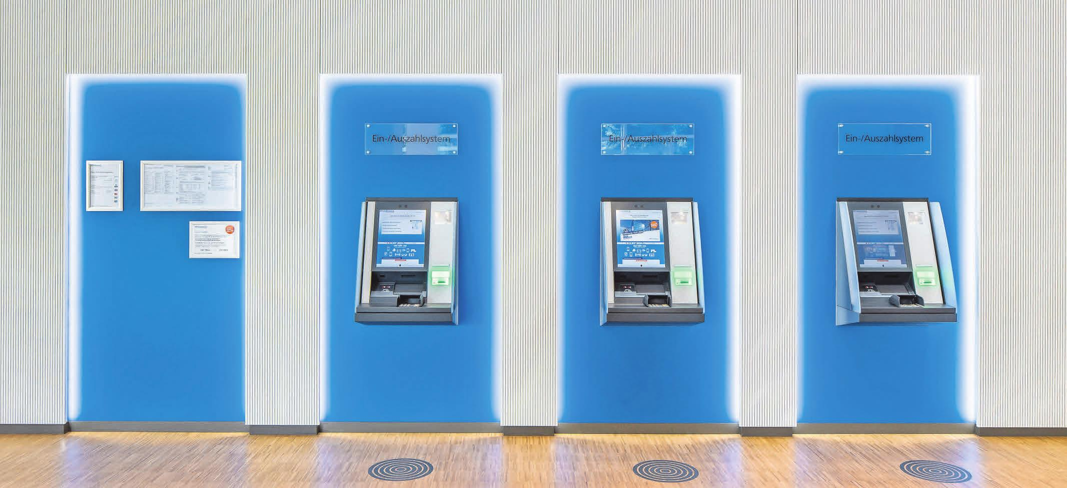 Klares Design, einladende Gestaltung: SB-Automaten in der umgebauten Hauptstelle.