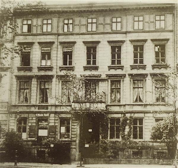 Fontanes letztes Wohnhaus in der Potsdamer Straße 135c wurde im Zweiten Weltkrieg zerstört.