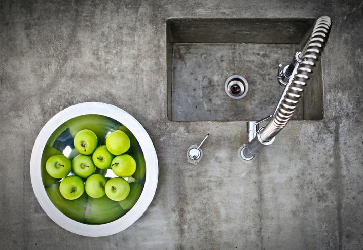 Elegant und praktisch: Beton in der Küche. FOTO: P WEI / ISTOCK