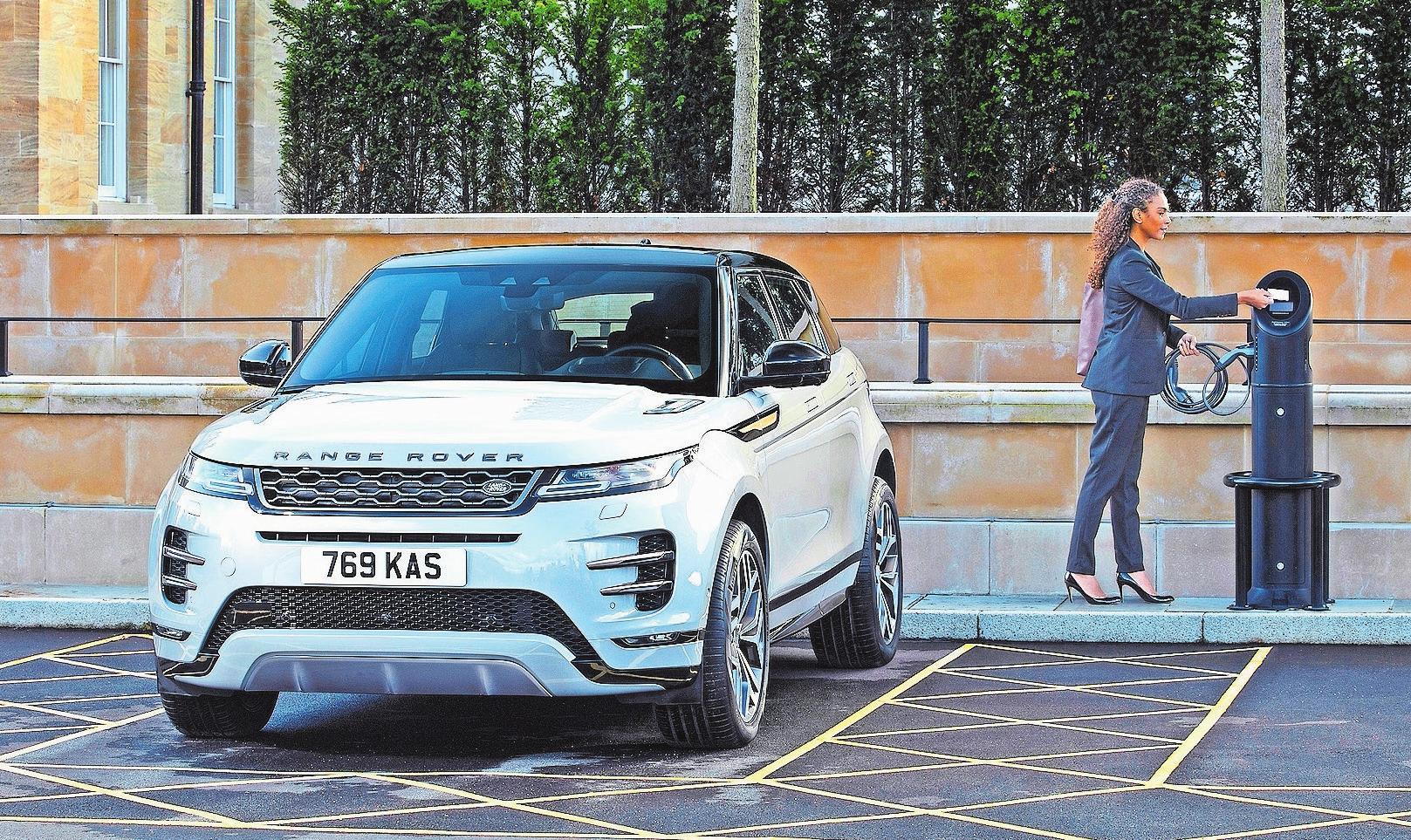 Der Schönling unter den Kompakt-SUV, der Range Rover Evoque, wird mit Plug-in-Hybrid-Antrieb zum Saubermann. Bild: Land Rover