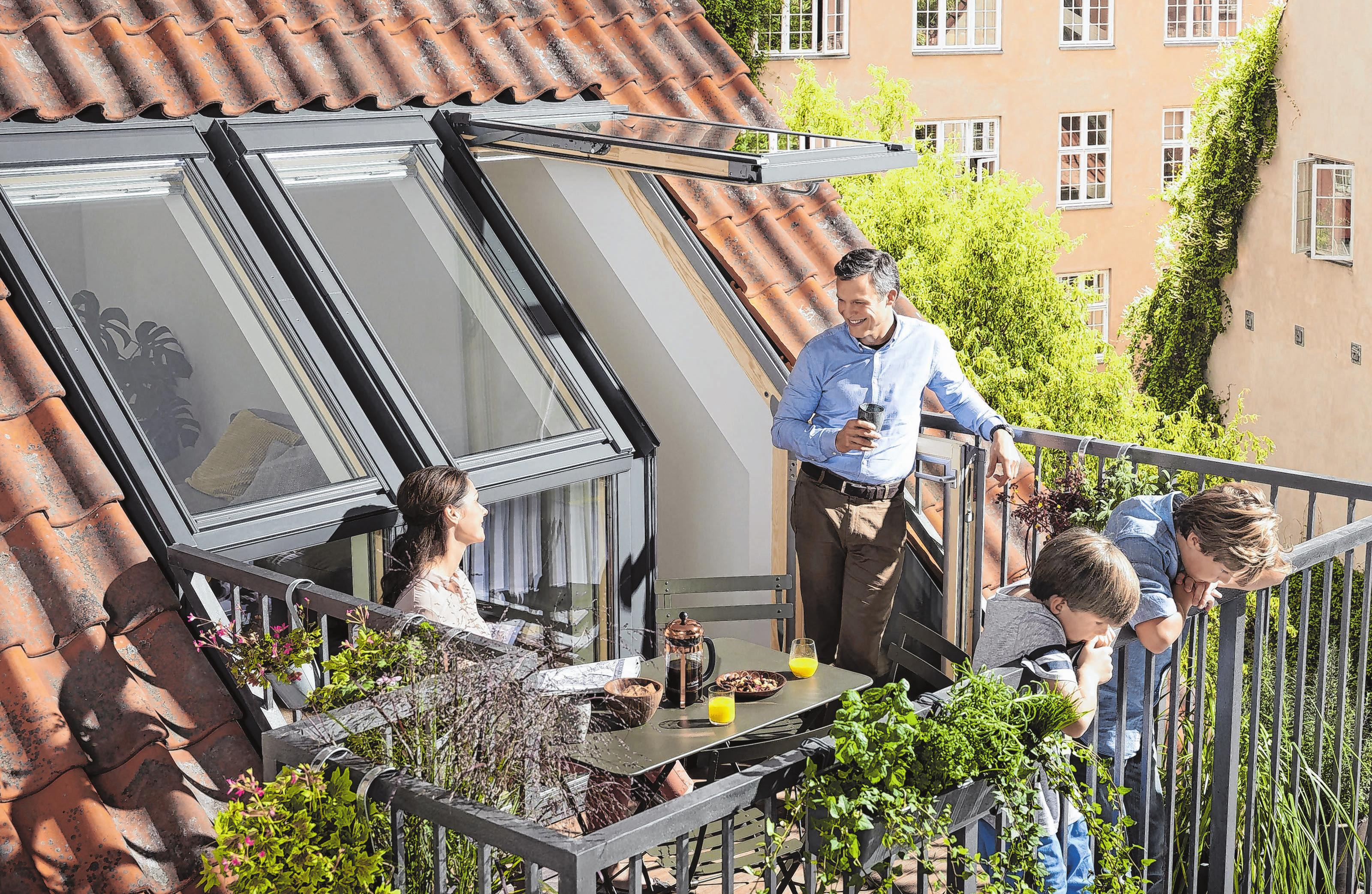 Dachgeschoss mit Austritt: Einfach nachrüstbare Balkonlösungen erhöhen den Wohnkomfort erheblich. Fotos: djd/Velux