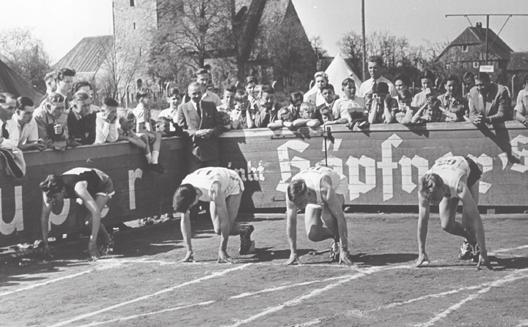 Leichtathletik im VfL-Stadion: Der Sport gehörte vom ersten Tag an zur WAZ.