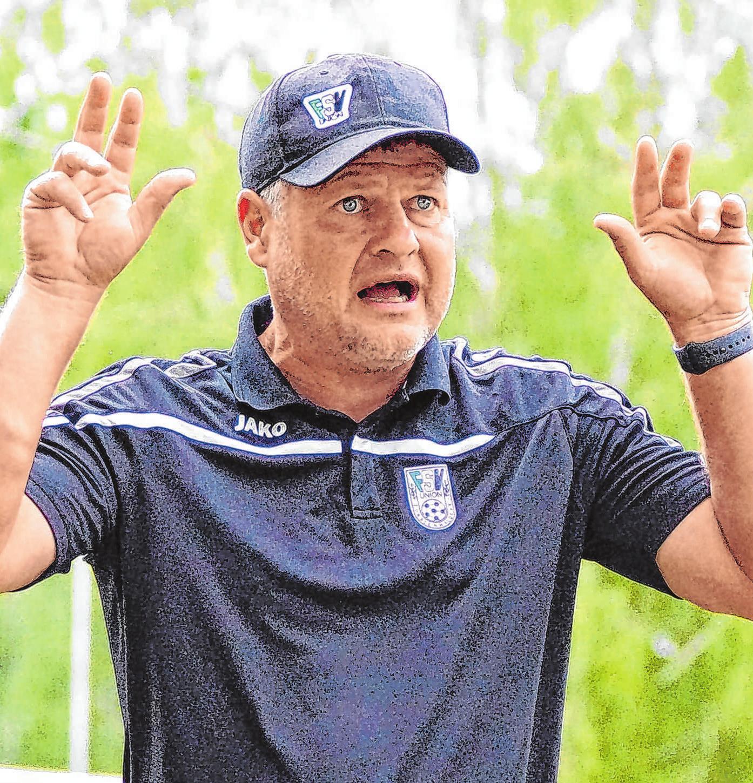 Volles Engagement: Rückkehrer Matthias Maucksch gibt den Spielern taktische Anweisungen.