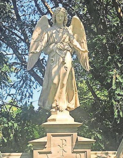 Vielen Trauernden hilft es, wenn sie sich auf dem Friedhof an die Verstorbenen erinnern.