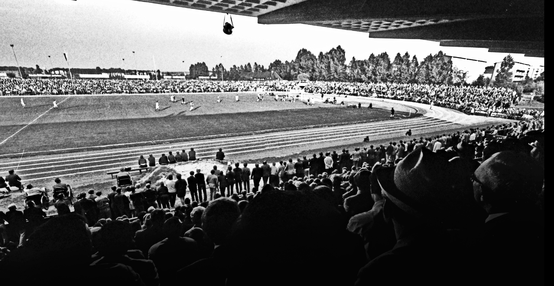 Volle Ränge am Elsterweg: Das erste Aufstiegsrunden-Heimspiel am 3. Juni 1970 gegen den FK Pirmasens vor 12.000 Zuschauern.