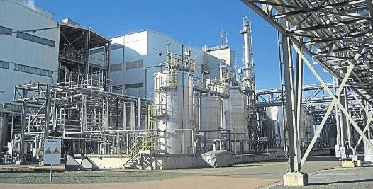Vor 20 Jahren begann die Erfolgsgeschichte der Firma Radici im Chemie- und Industriepark in Alttröglitz. Heute ist sie ein bedeutender Arbeitgeber im Burgenlandkreis. Neue Investitionen und Technologien sichern ihre Zukunft. FOTO: HARTMUT KRIMMER