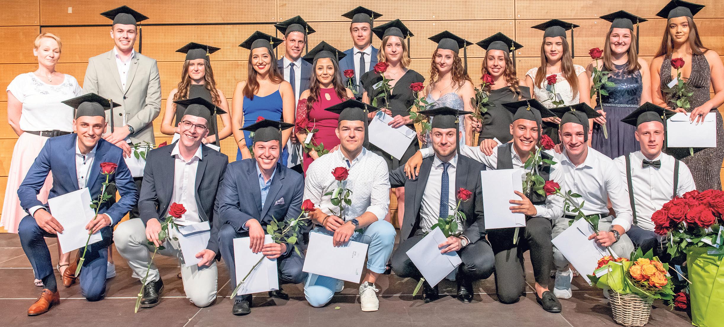 Diplomfeier des z. B. Zentrum Bildung – Wirtschaftsschule KV Baden.